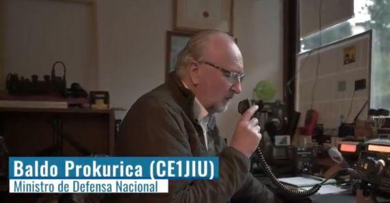 Ministro de Defensa chileno reconoce labor de radioaficionados